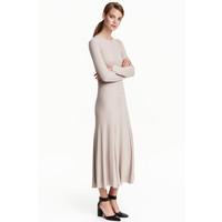 H&M Dzianinowa sukienka 0422452004 Jasny brązowoszary
