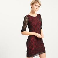 Reserved Koronkowa sukienka z czerwoną podszewką QX046-99X