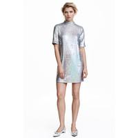 H&M Krótka sukienka z cekinami 0461193001 Srebrny
