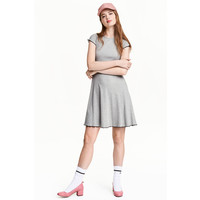 H&M Sukienka z dżerseju w prążki 0456512004 Grey marl