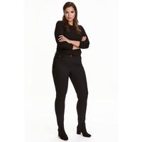 H&M H&M+ Elastyczne spodnie 0352811023 Czarny