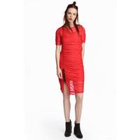 H&M Drapowana sukienka z siateczki 0550149001 Czerwony